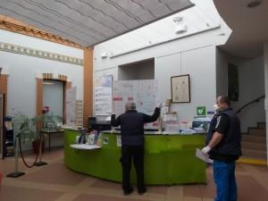 Installation plexiglas accueil hôtel de ville 1