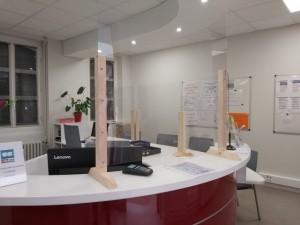 Installation plexiglas accueil hôtel de ville 2
